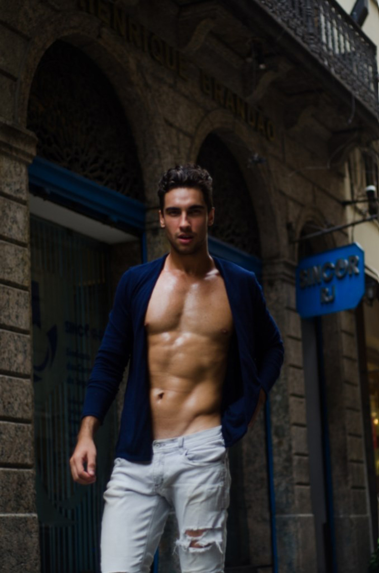 Incredibly handsome Brazilian fresh face, Fagner Quintanilha, at '40 Graus Models', takes the streets of Rio de Janeiro for a splendid new session by talented photographer Héricles Ferreiro.
