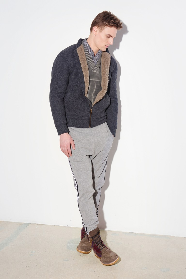 Almost ready to set everything done for New York Fashion Week 2015, we present Tomas Maier and its Fall/Winter 2015 Lookbook.