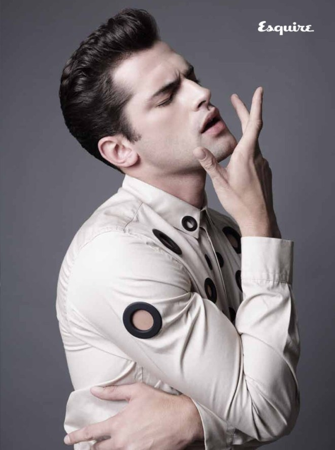 Top model Sean O'Pry for Esquire Serbia embraces our pages with a photography by Saverio Cardia.