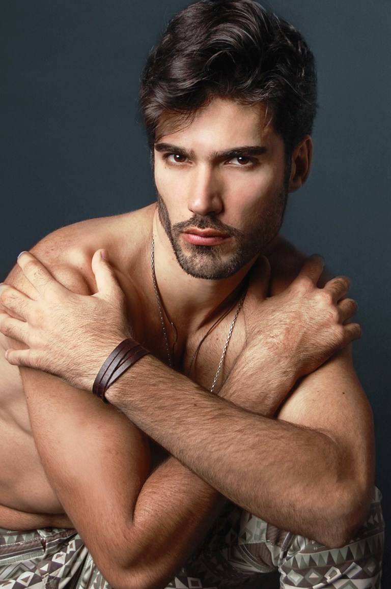 Once again in our screens, Daniel Kakoulidis lens by Ranner Vidal. Daniel is signed by Index Model Managementr  in São Paulo.