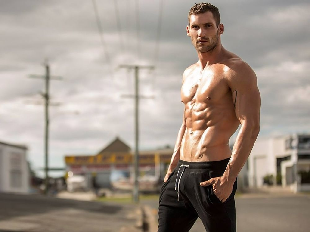 """Australian model and taekwondo instructor named Joshua Fox Torney. Torney Joshua Fox, star of the great fashion collection under the name """"Lone Rider"""" of the Australian firm Teamm8."""