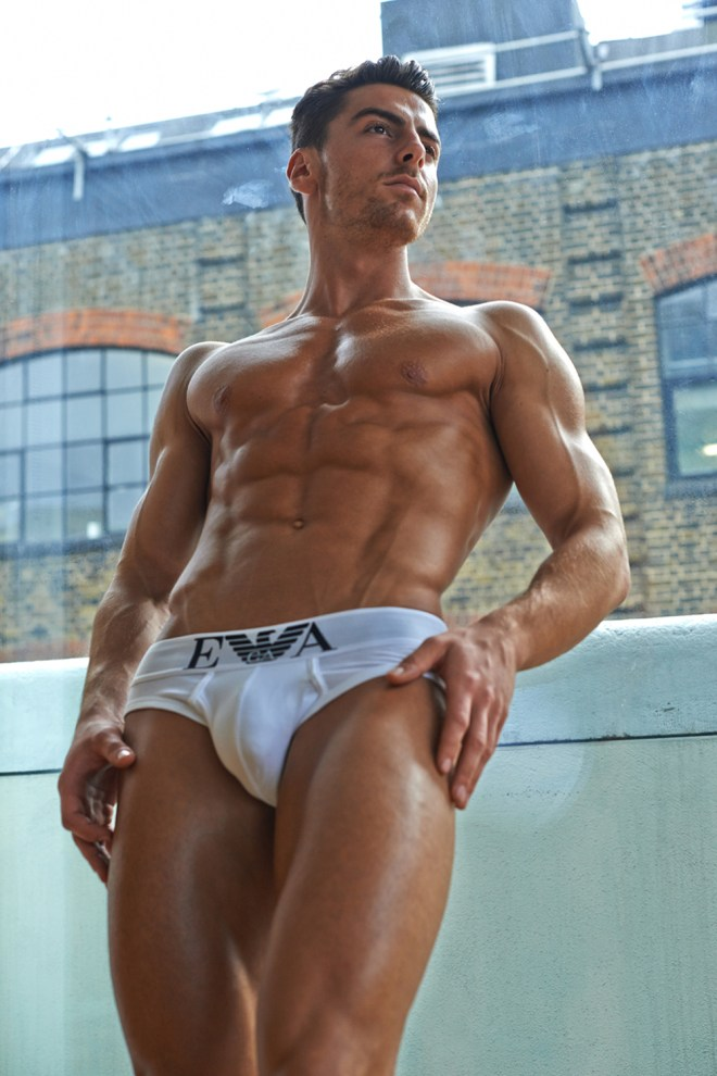 Exclusive featuring from Australian based photographer Luis Murphy exposing his recently work with fitness male model and personal trainer Rowan Row exuding a beautiful toned cut body seduces us in this magnificent photographic work by talented Luis Murphy.