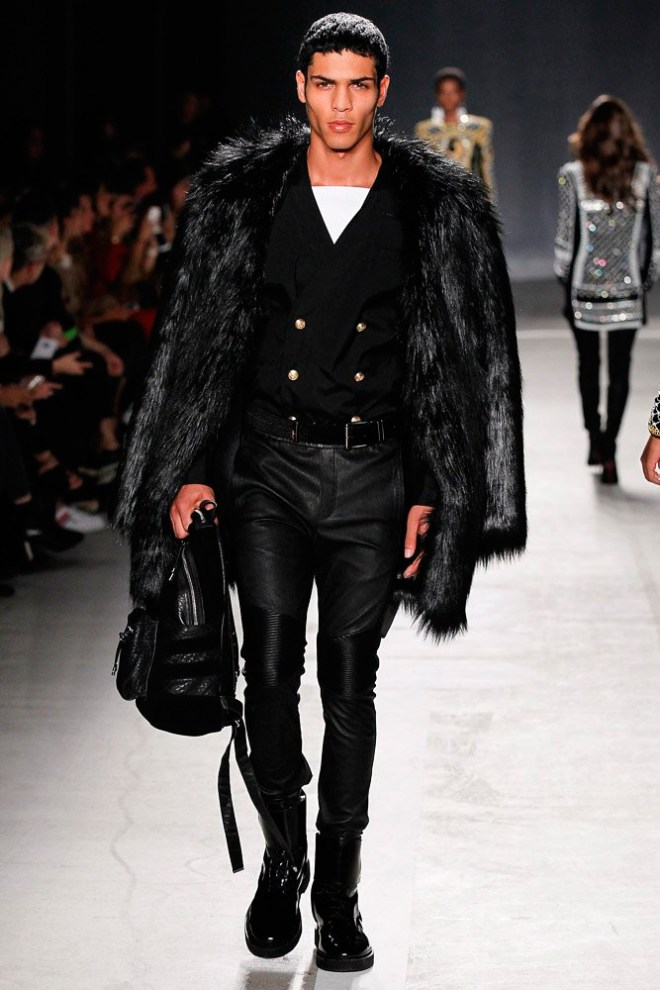 Last night on Wall Street in New York, the Balmain x H&M collection made its global runway debut in front of a celebrity-packed audience. Kylie Jenner, Diane Kruger, Rosie Huntington-Whiteley and Alexa Chung were among the guests to get an exclusive look at the glamourous, powerful and rich detailed collection designed by Olivier Rousteing. The collection will be available in around 250 stores worldwide, as well as online, starting November 5, 2015.