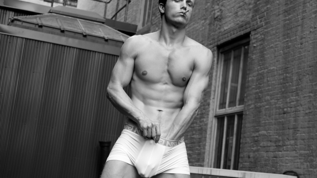 Featured a quickie with dashing male model Jonathan Davis teaming up with Marco Ovando at New York City.