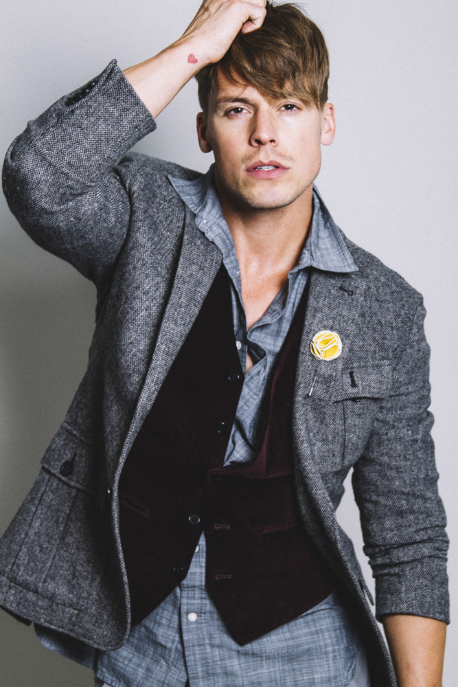 Of course this is a very nice portray of Jason Beitel from TNG Models shot by Ivan Avila at Las Vegas. Styled by Illiki Price.