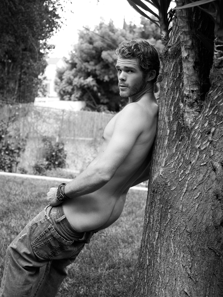 Ladies and gentleman, here's a Hollywood Cowboy sexier than ever: Jake Jensen in a stunning black and white photography by Paul Reitz.