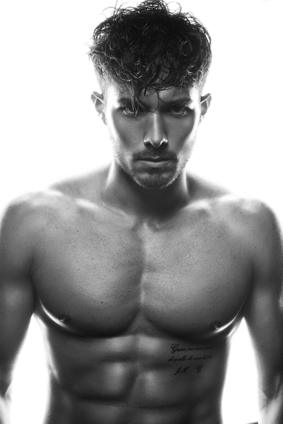 Dashing Spanish fresh face Rubén Rodriguez builds up his model book with an eye-catching new session by photographers Ruben Ibañez and Daniel Oury aka f4ever.es