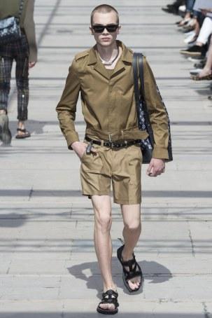 LOUIS VUITTON MENSWEAR SPRING SUMMER 2017 PARIS (27)