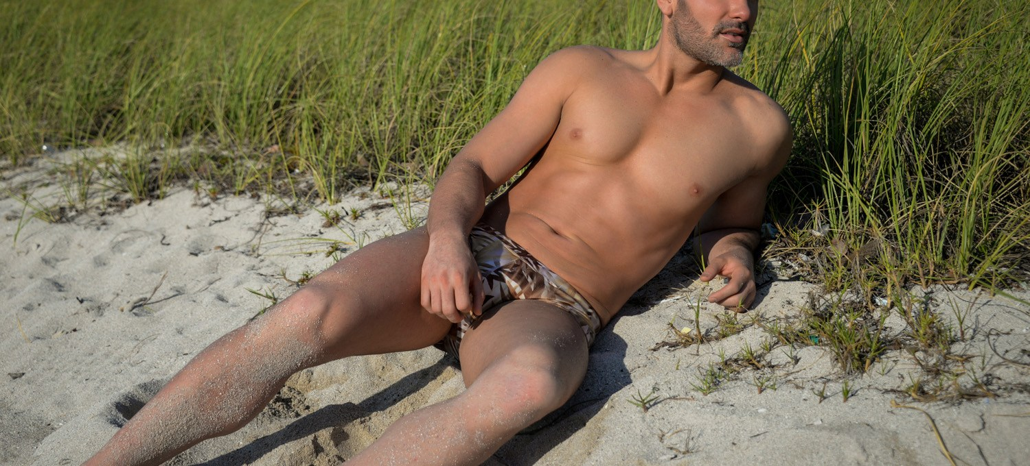 This is really happening right now, we warned you that these sexy images drops everyone jaw with mexican Actor Mauricio Mejia posing and wearing last fashionable collection by ETNOS shooting in Miami by photographer Ivan Sanchez.