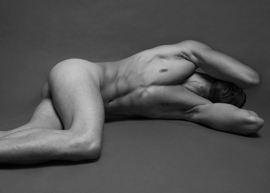 Sergio Acevedo by Ruben Tomas_Fashionably Male_04