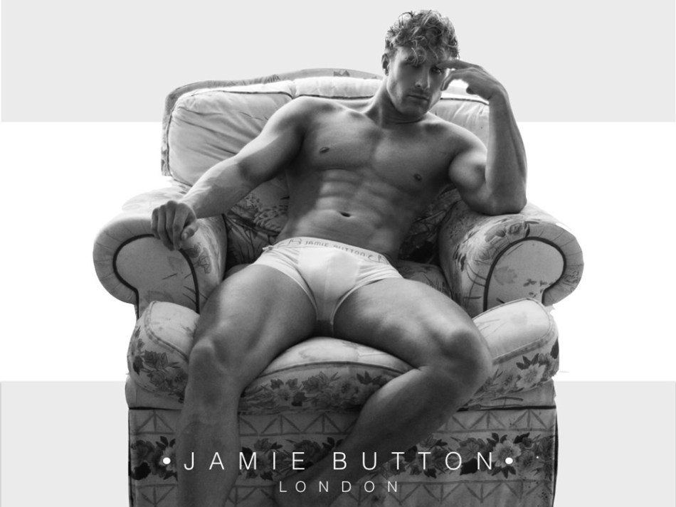 Keep your eyes wide open, 'cause you obviously remember this sexy blonde tiger based in UK, we have keep tracking his race through his IG account. And finally reunited some new fresh and sexy images of Ross to share all over the world. Some images are from the new ads campaign of Jamie Button an Underwear brand based in London.