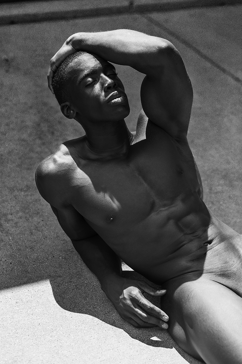 (I hope you can feel well after seeing this) Check this RAW AF set of newcomer Welton Lewis by photographer Christopher Marrs. Presenting traveler fitness model and actor Welton Lewis in this sexy black and white raw portrait, the sexiest shooting he's been involved so far. Welton possess stunning toned body, carefully building every day in the gym, and Christopher took advantaged of it.