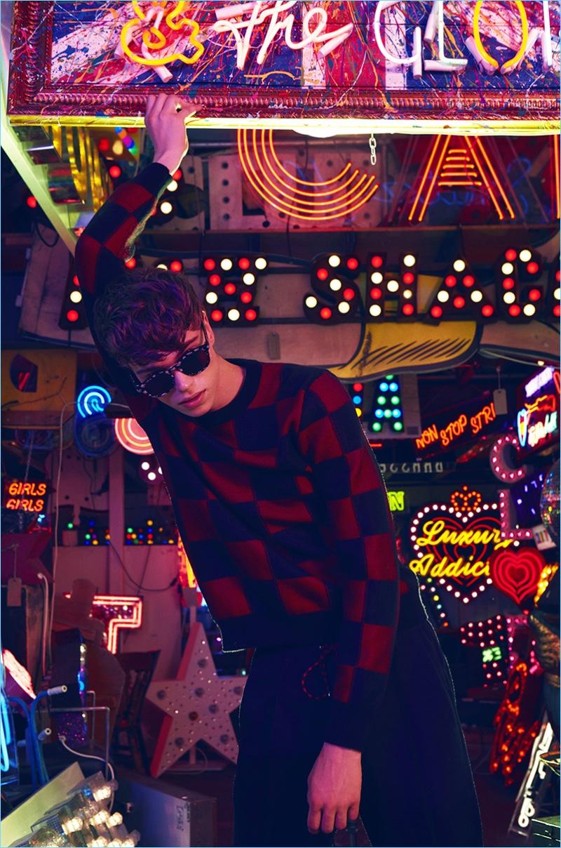 jake-love-in-big-city-lights-for-lofficiel-hommes-me6