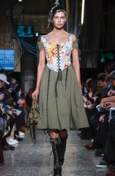 moschino-menswear-pre-fall-fall-winter-2017-milan10