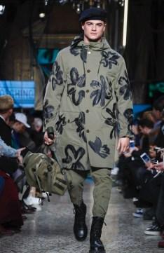 moschino-menswear-pre-fall-fall-winter-2017-milan14
