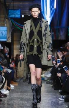 moschino-menswear-pre-fall-fall-winter-2017-milan15