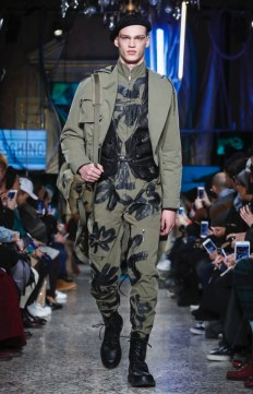 moschino-menswear-pre-fall-fall-winter-2017-milan16