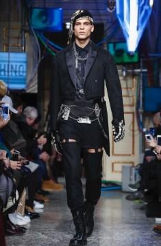 moschino-menswear-pre-fall-fall-winter-2017-milan2