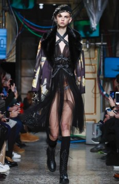 moschino-menswear-pre-fall-fall-winter-2017-milan3