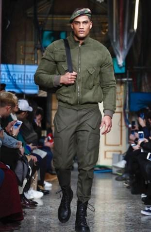 moschino-menswear-pre-fall-fall-winter-2017-milan31