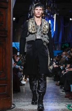 moschino-menswear-pre-fall-fall-winter-2017-milan34