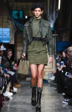 moschino-menswear-pre-fall-fall-winter-2017-milan43