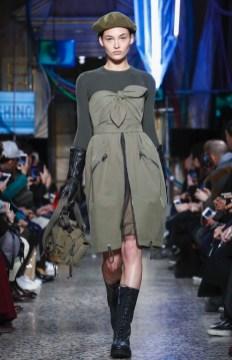 moschino-menswear-pre-fall-fall-winter-2017-milan53