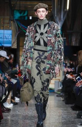 moschino-menswear-pre-fall-fall-winter-2017-milan59