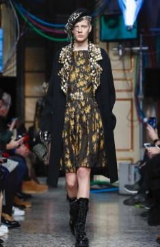 moschino-menswear-pre-fall-fall-winter-2017-milan61