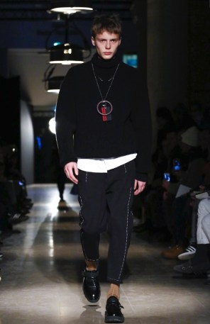 oamc-menswear-fall-winter-2017-paris21
