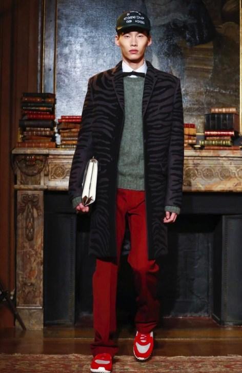 valentino-menswear-fall-winter-2017-paris50