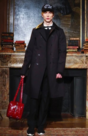 valentino-menswear-fall-winter-2017-paris7