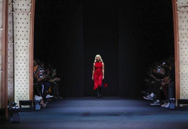 versace-menswear-fall-winter-2017-milan4