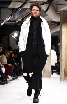 yohji-yamamoto-menswear-fall-winter-2017-paris35