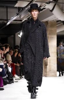 yohji-yamamoto-menswear-fall-winter-2017-paris36