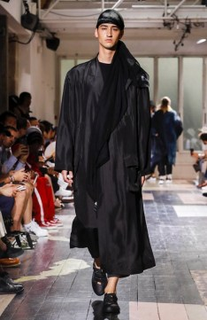 YOHJI YAMAMOTO MENSWEAR SPRING SUMMER 2018 PARIS29