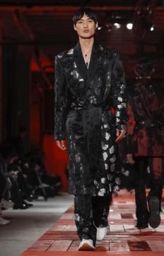 ALEXANDER MCQUEEN MENSWEAR FALL WINTER 2018 PARIS1