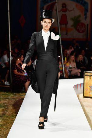 Moschino Menswear Spring Summer 2019 & Women's Resort Los Angeles5