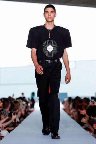 Vetements Ready To Wear Spring Summer 2019 Paris12
