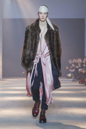 Ann Demeulemeester Menswear Fall Winter 2019 Paris1