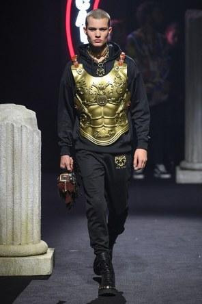Moschino Menswear Fall Winter 2019 Rome12