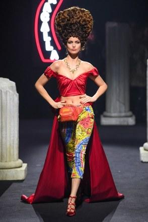 Moschino Menswear Fall Winter 2019 Rome17