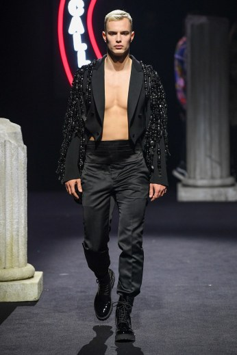 Moschino Menswear Fall Winter 2019 Rome49