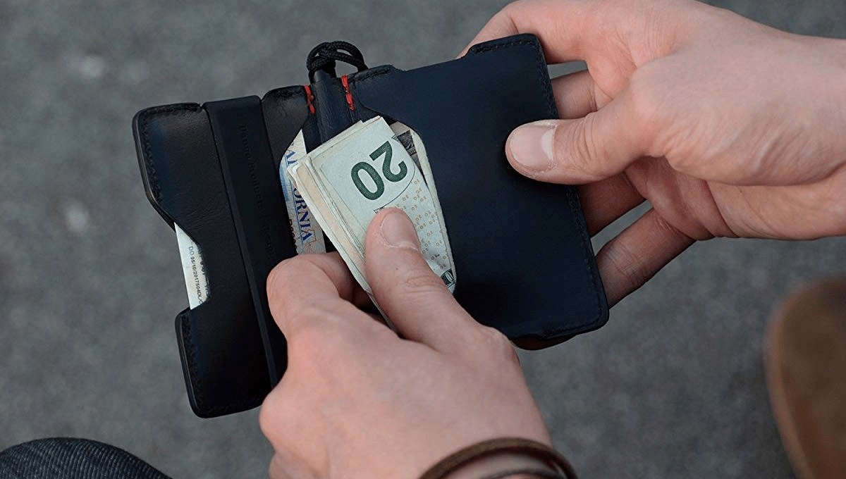 Eight Benefits of Upgrading to a Minimalist Wallet cover