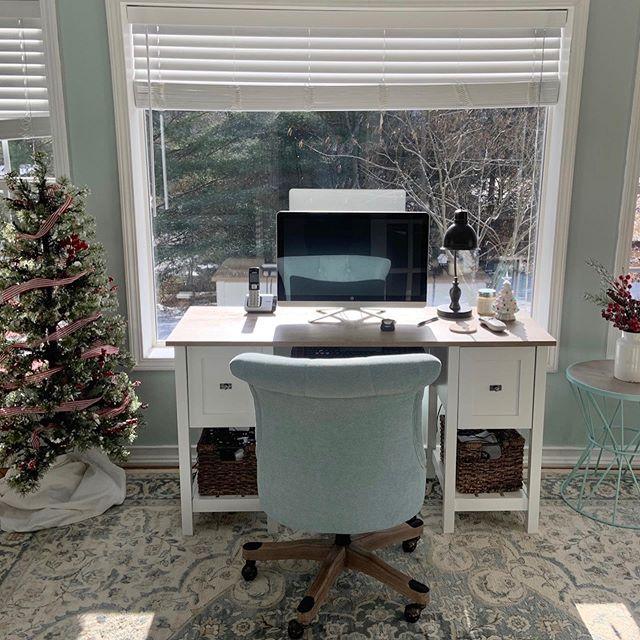6 Festive Christmas Office Door Decorating Ideas