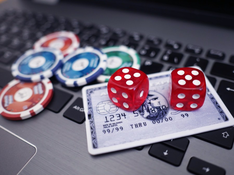 How to Have a Safe and Fun Time Playing Online Casino Games