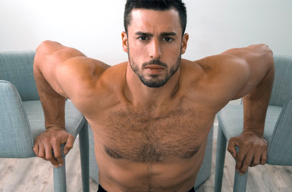 Jeff Hindenach presents Richie Alba for Fashionably Male cover