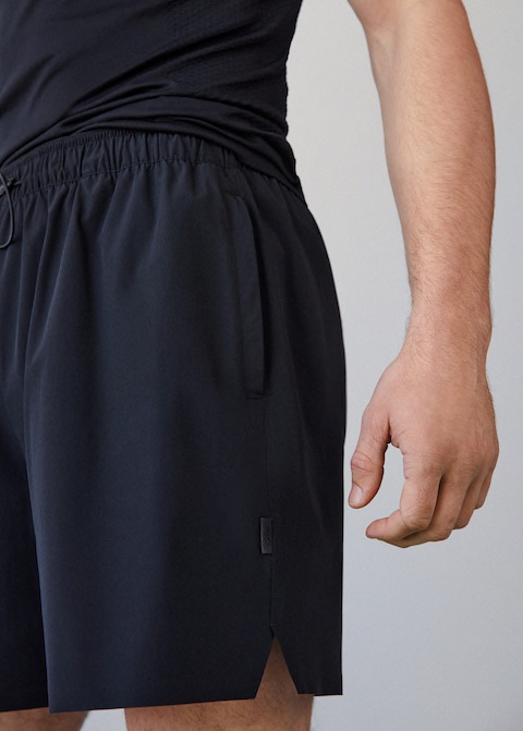 Online Exclusive. Activewear Collection. Technical fabric. Laser Cut. Water-repellent. Light fabric. Adjustable elastic waist. Zipper pockets on both sides. Zipped pocket on the back.