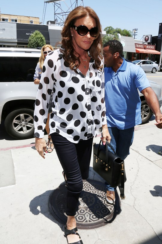 Caitlyn-Jenner-2_Glamour_30July15_Splash_b_540x810