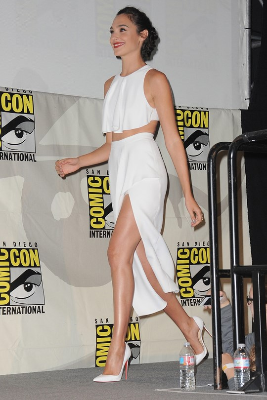 Gal-Gadot12_glamour_2feb15_getty_b_540x810